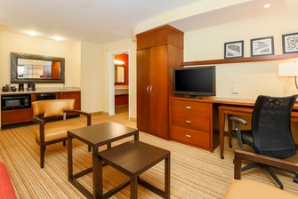 Woodbridge Virginia King Suite Amenities