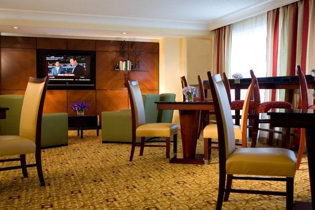 Gaithersburg, MD hotel concierge lounge