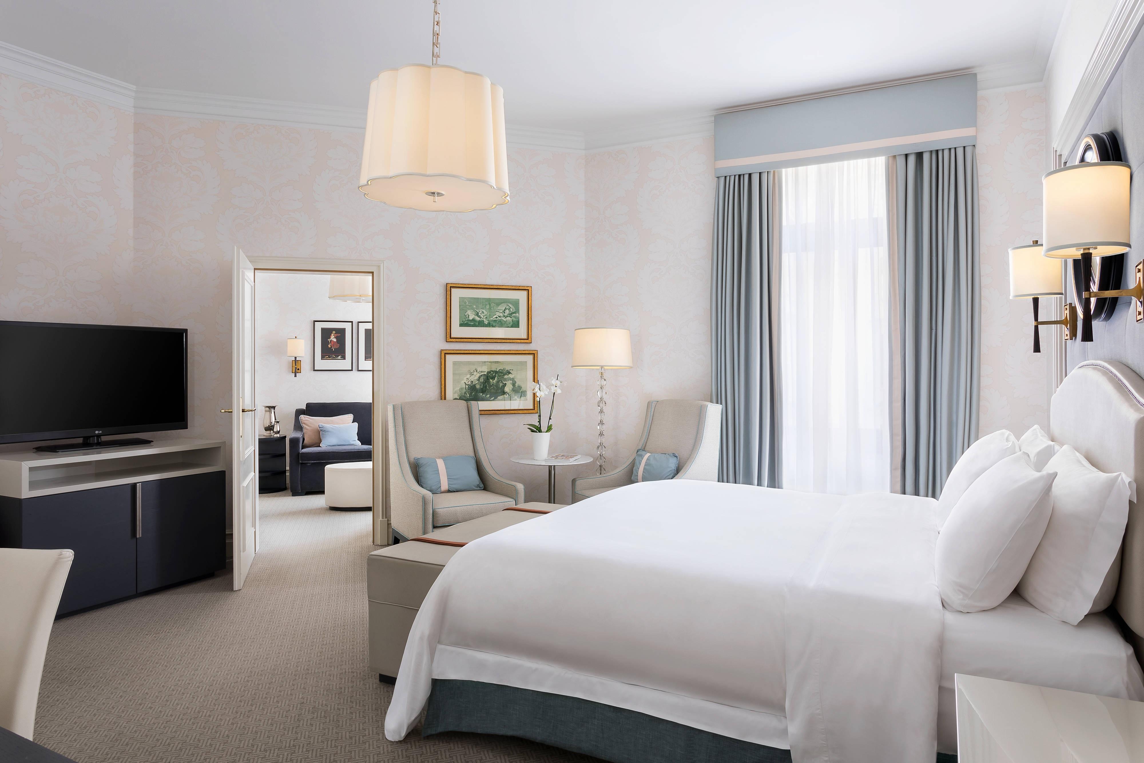 King Junior Suite - Bedroom