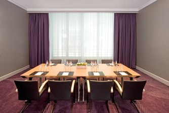 Lisbon Meeting Room - Oval Setup