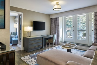 King Mountain View Suite