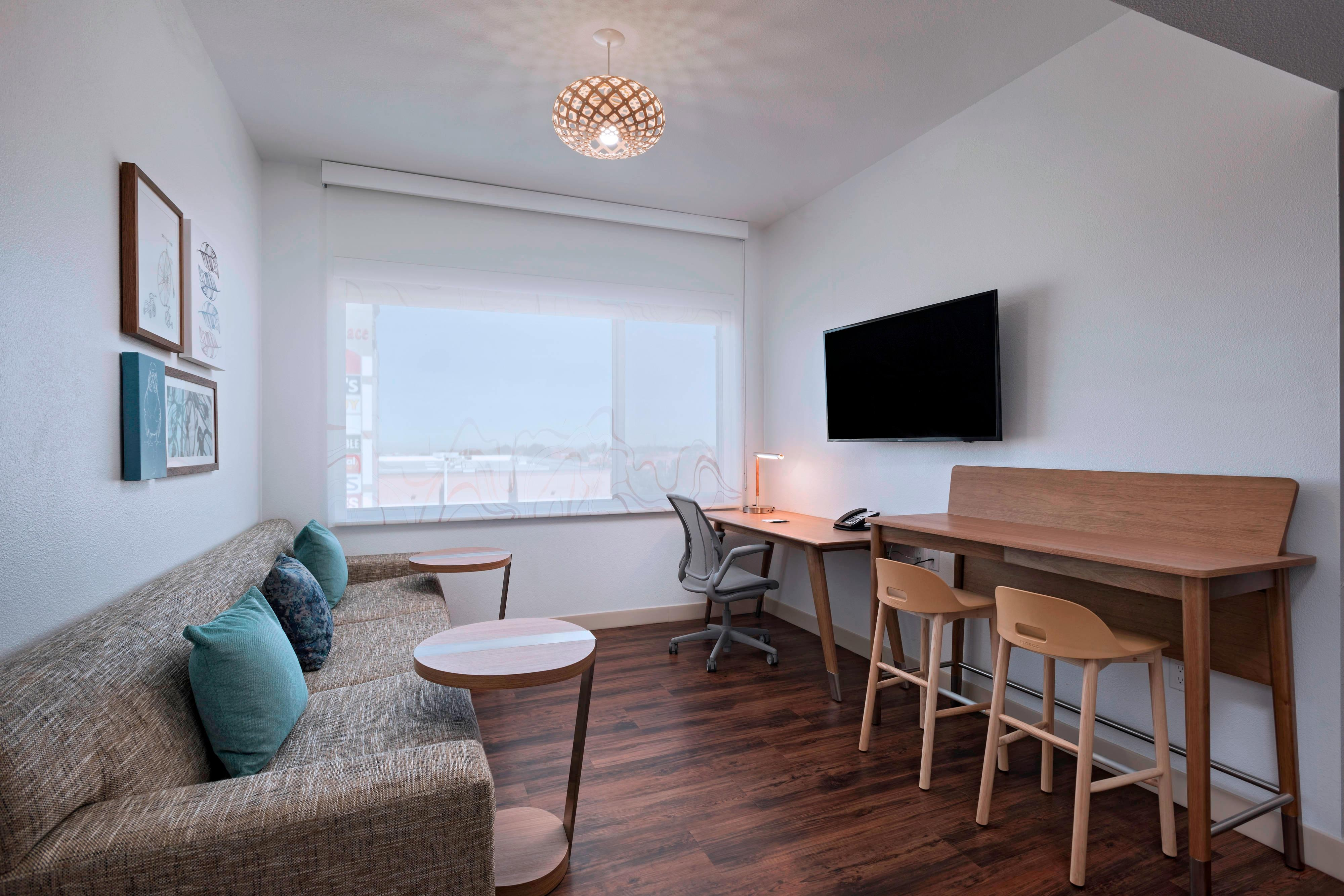King Executive Suite - Living Room