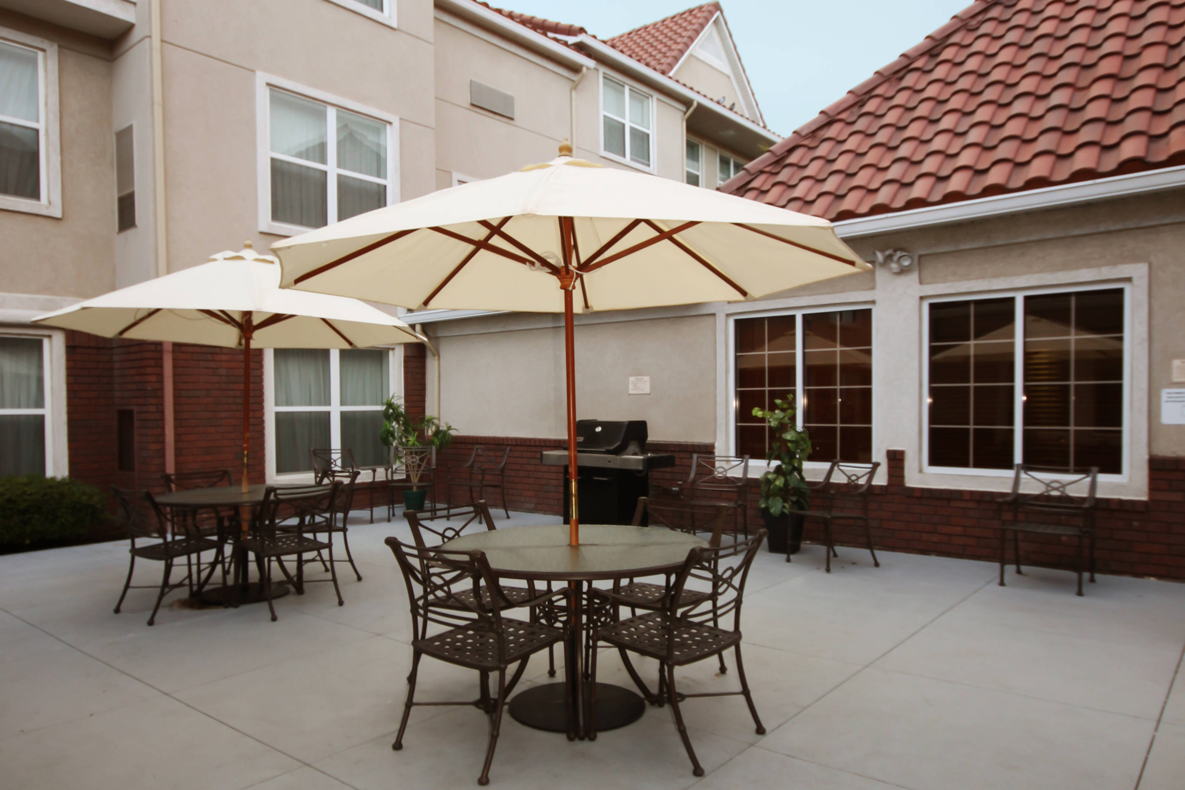 Palmdale Lancaster hotel courtyard patio