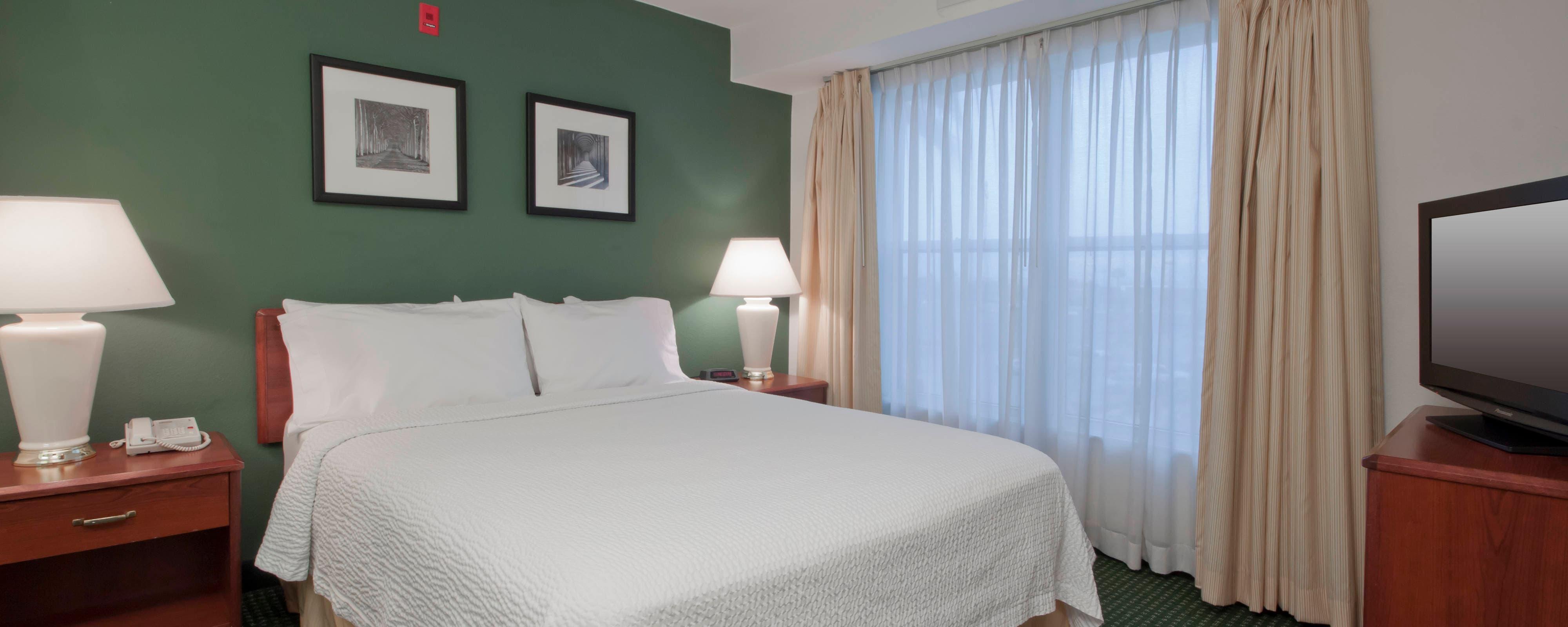 Dormitorio de la suite del hotel de Palmdale, California