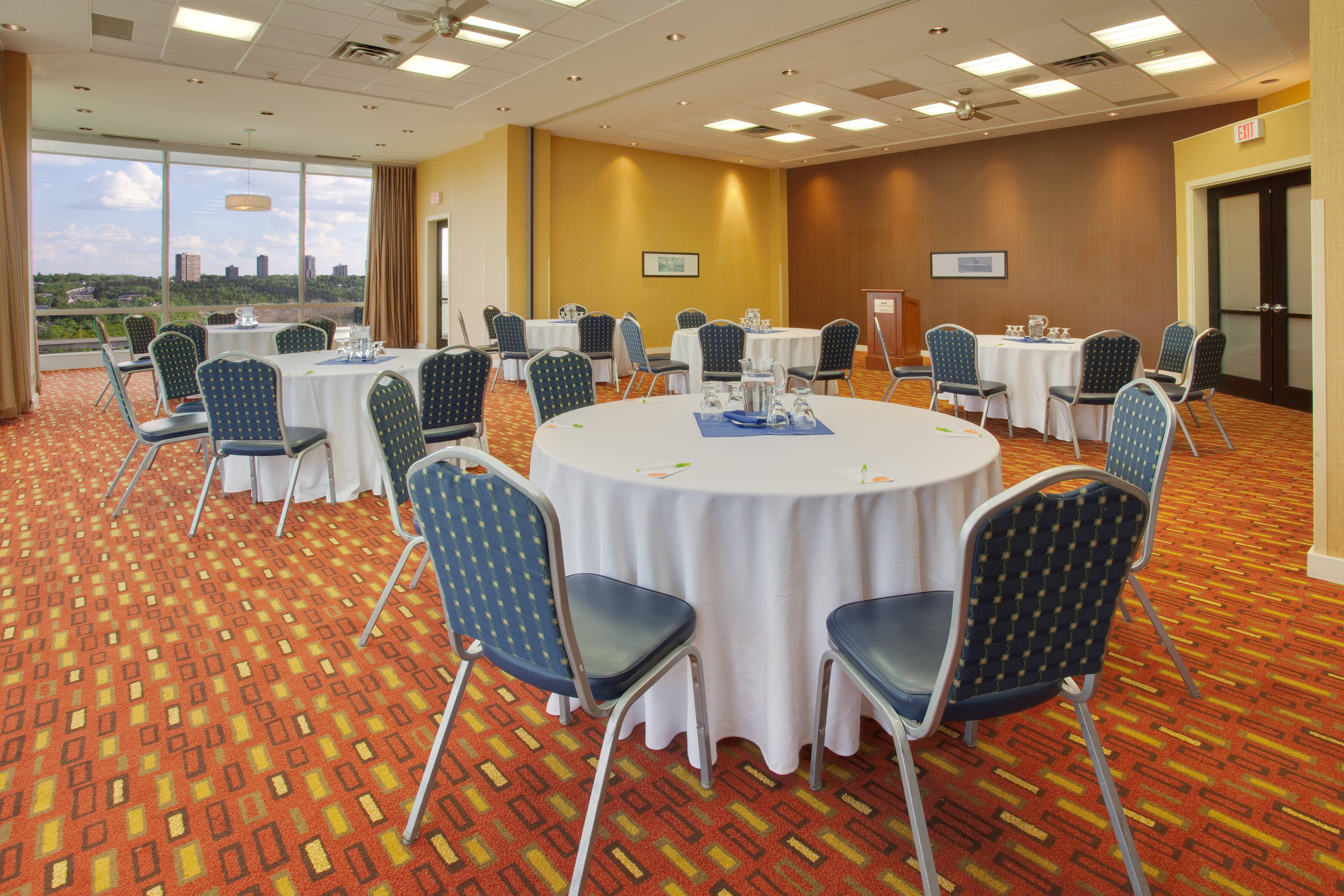 Thornton Meeting Room – Rounds Setup