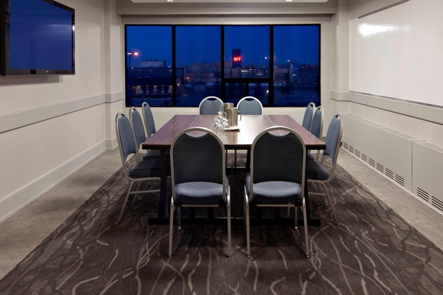 Grande Prairie Meeting Room – Boardroom Setup