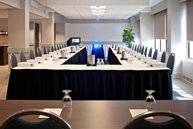 Edmonton Meeting Room – U-Shape Setup