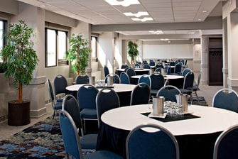 Glacier Meeting Room – Rounds Setup