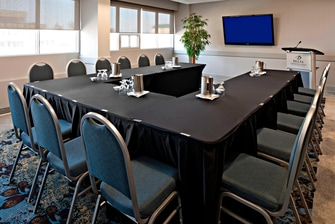 Red Deer Meeting Room – U-Shape Setup