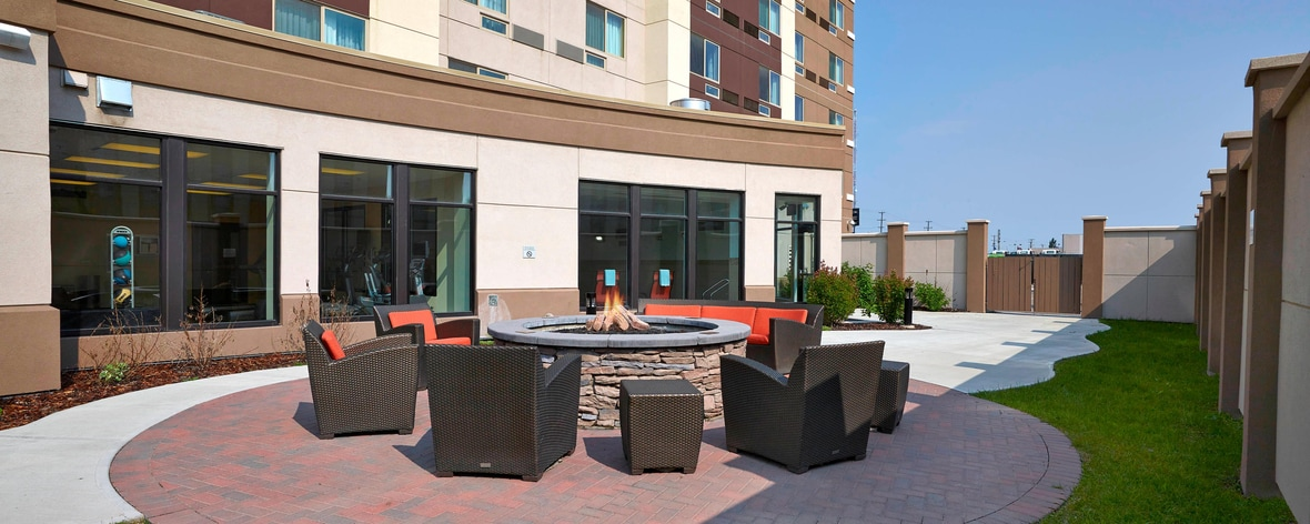 Courtyard Marriott Outside Patio