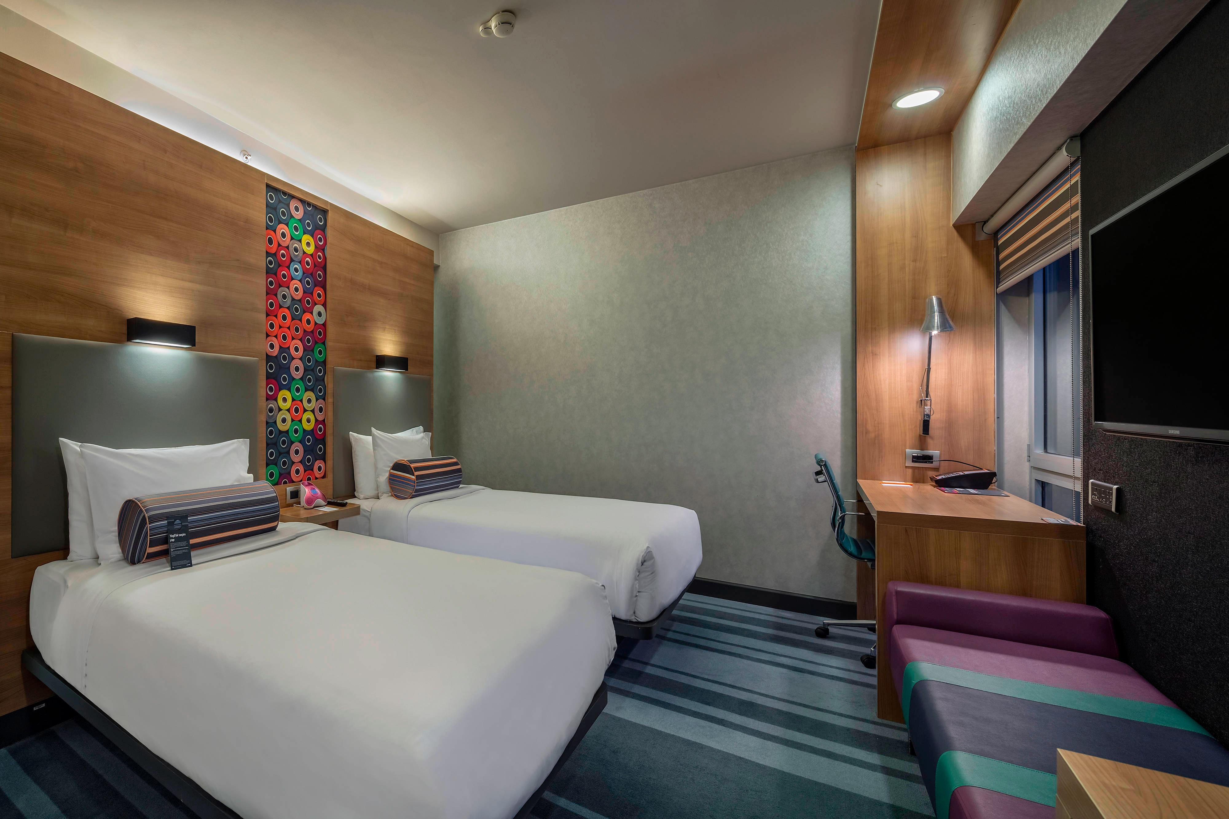 Aloft Guest Room Twin Bed