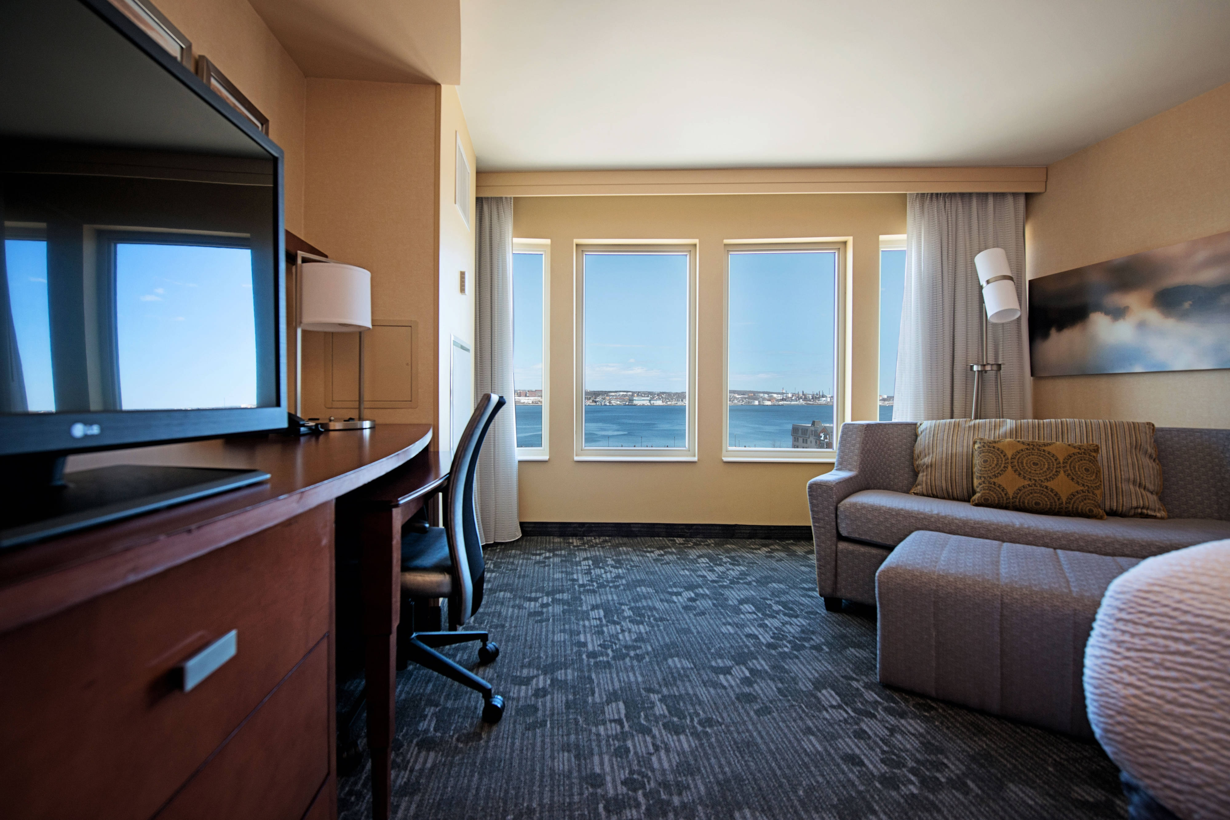Guest Room, 1 King, Sofabed, Harbourview