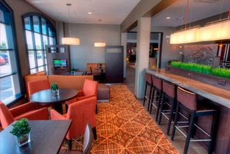Bistro et salon du Courtyard by Marriott