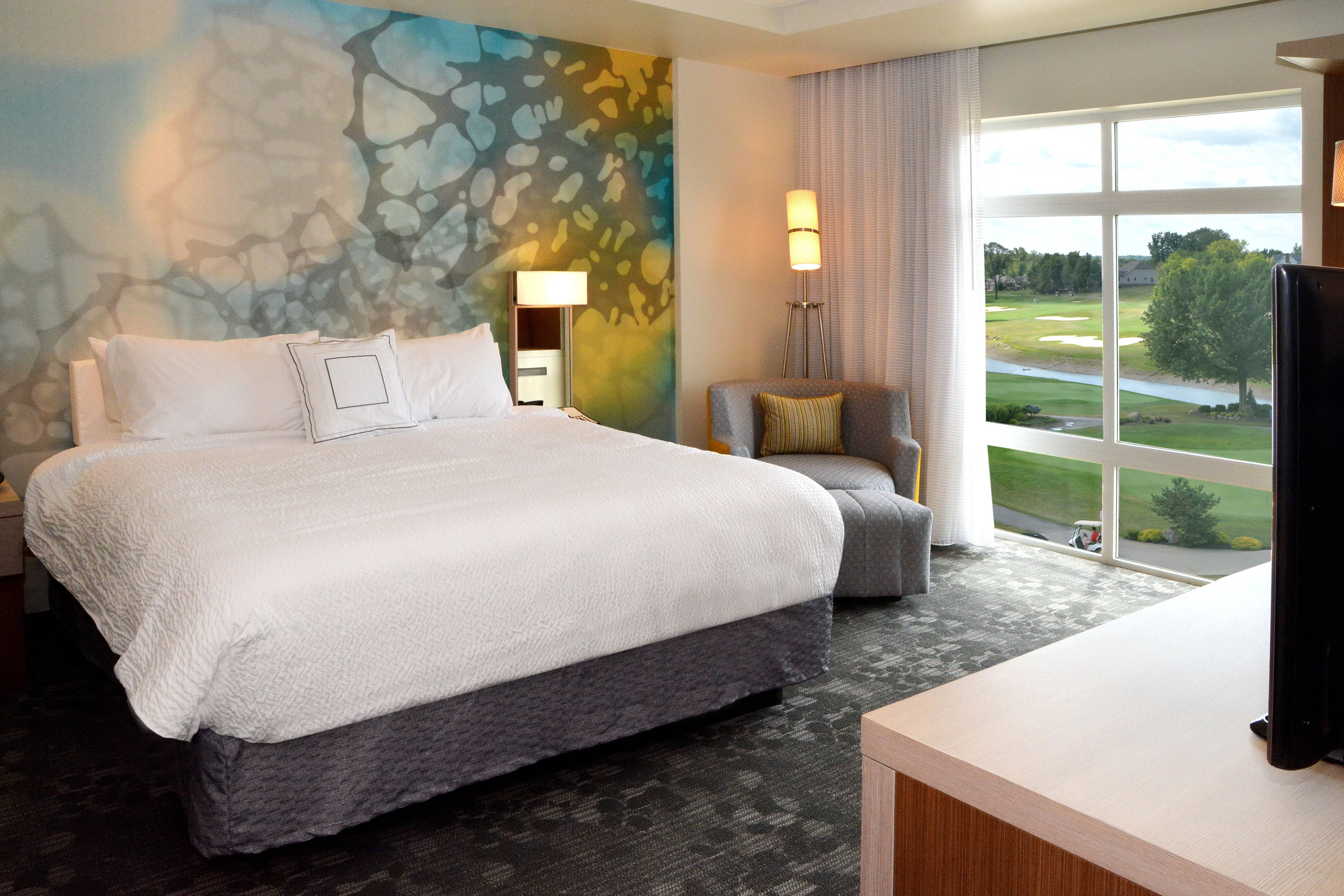 King Guest Room - Golf View