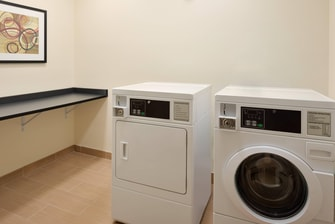 hotel in youngstown with laundry