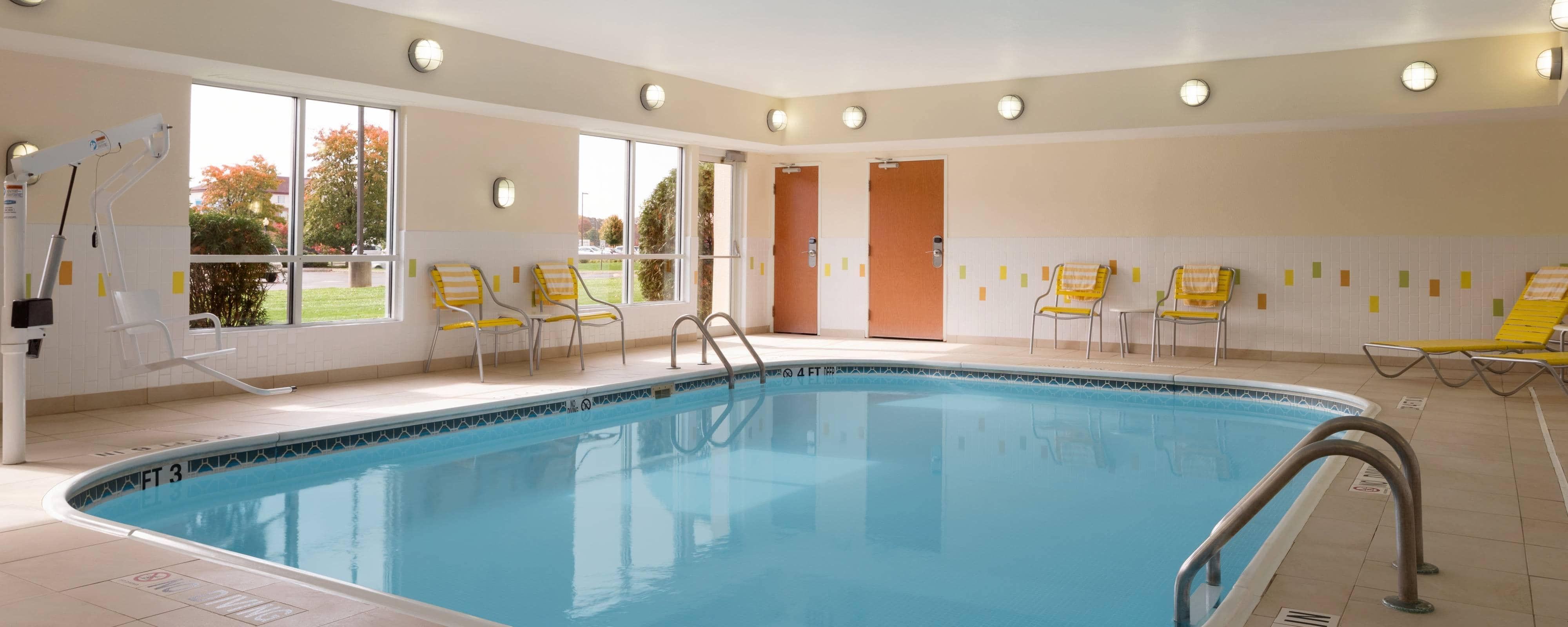 Hotel con piscina cubierta en Youngstown