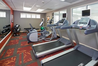 hotels with fitness center youngstown