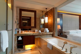 Club Deluxe King Bathroom
