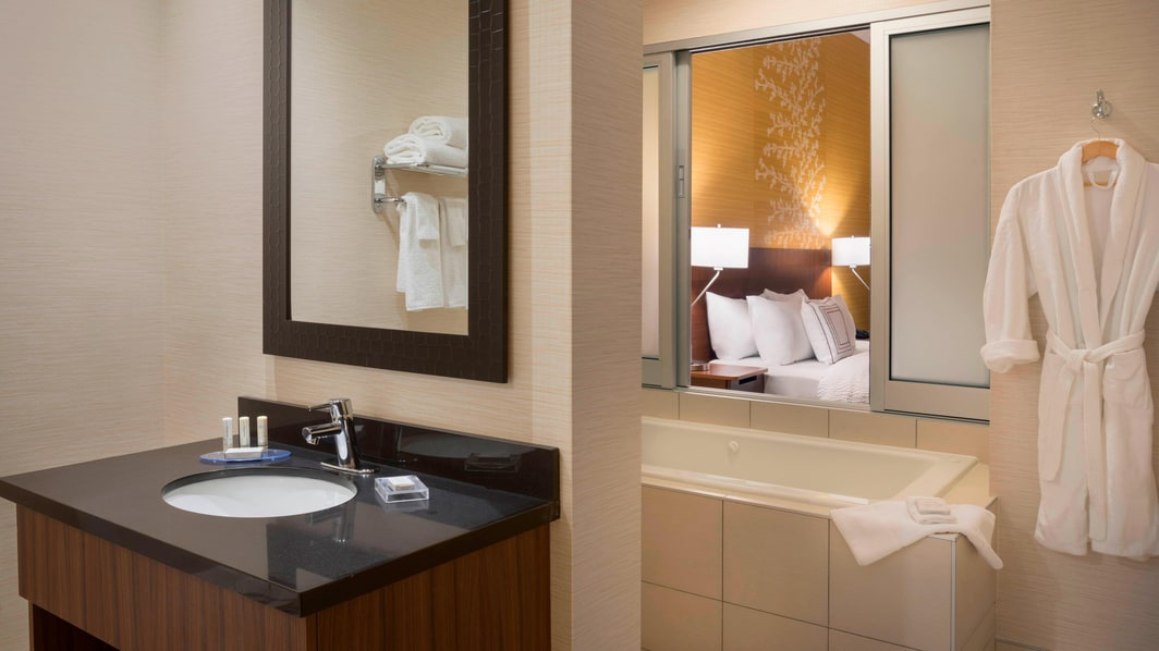 Fairfield Inn & Suites Executive King Bathroom