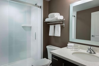 TownePlace Suites Guest Bathroom