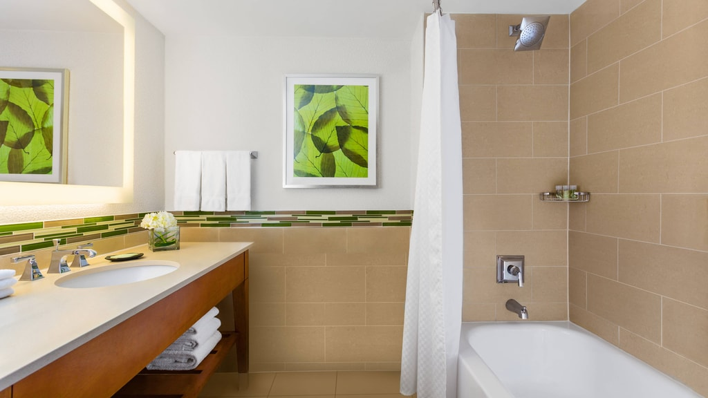 Double Bed Guest Rooms with Bathtub