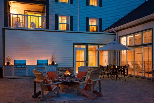 Residence Inn Gravenhurst Muskoka Wharf - Courtyard