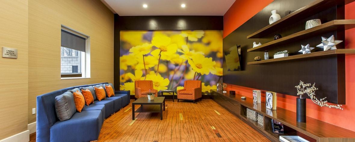 Verbringen Sie wunderbar entspannende Momente in unserem hochmodernen Lobby-Kino.