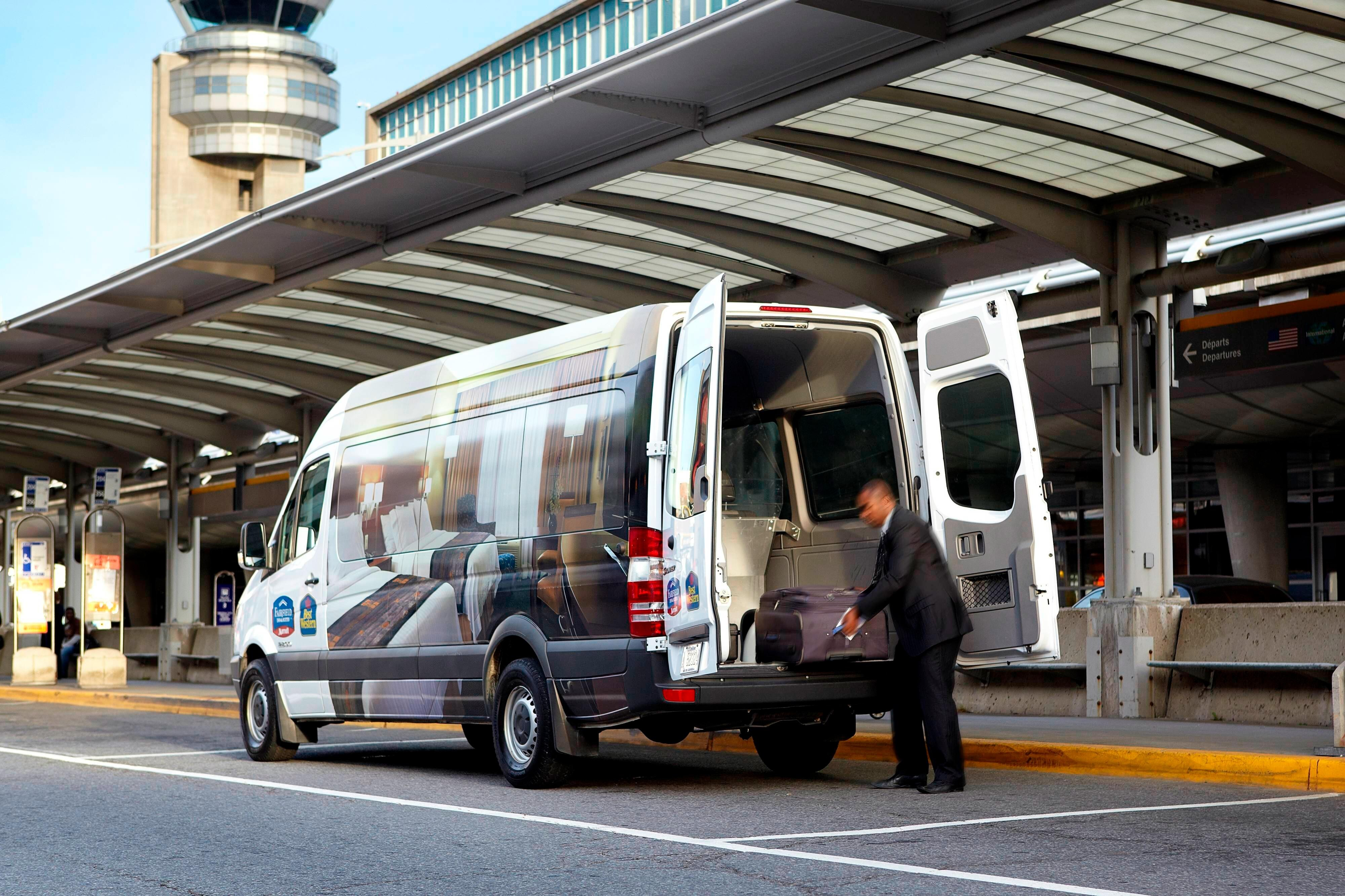Montreal hotels with airport shuttle