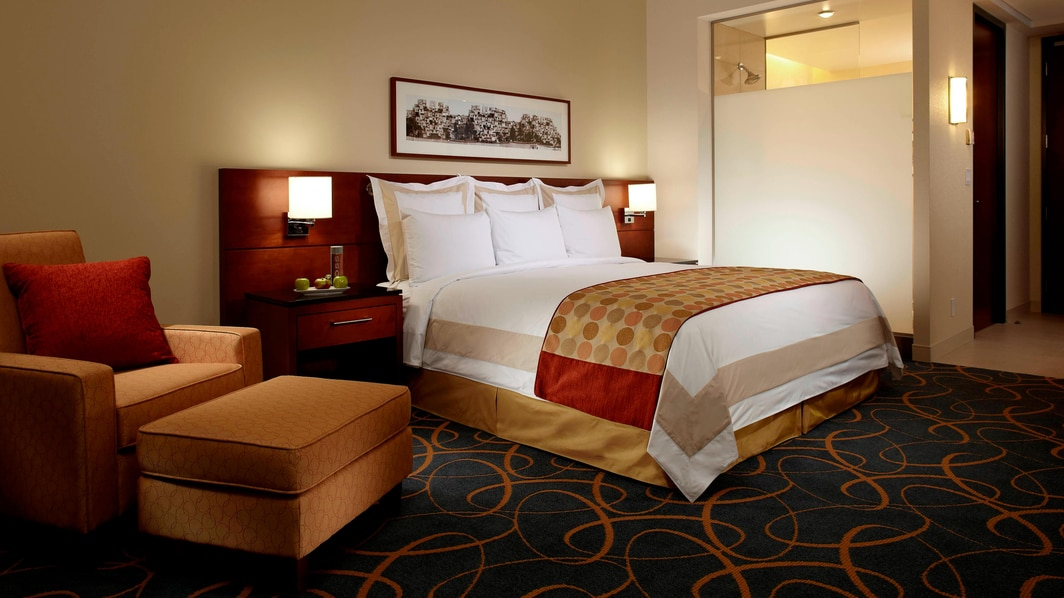 Montreal Airport hotel rooms