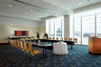 Montreal Airport hotel meeting space