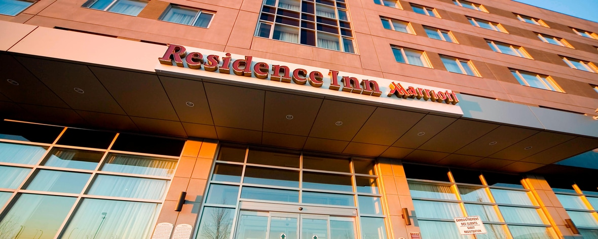 Montreal airport hotels near st laurent residence inn montreal montreal airport hotel entrance solutioingenieria Choice Image