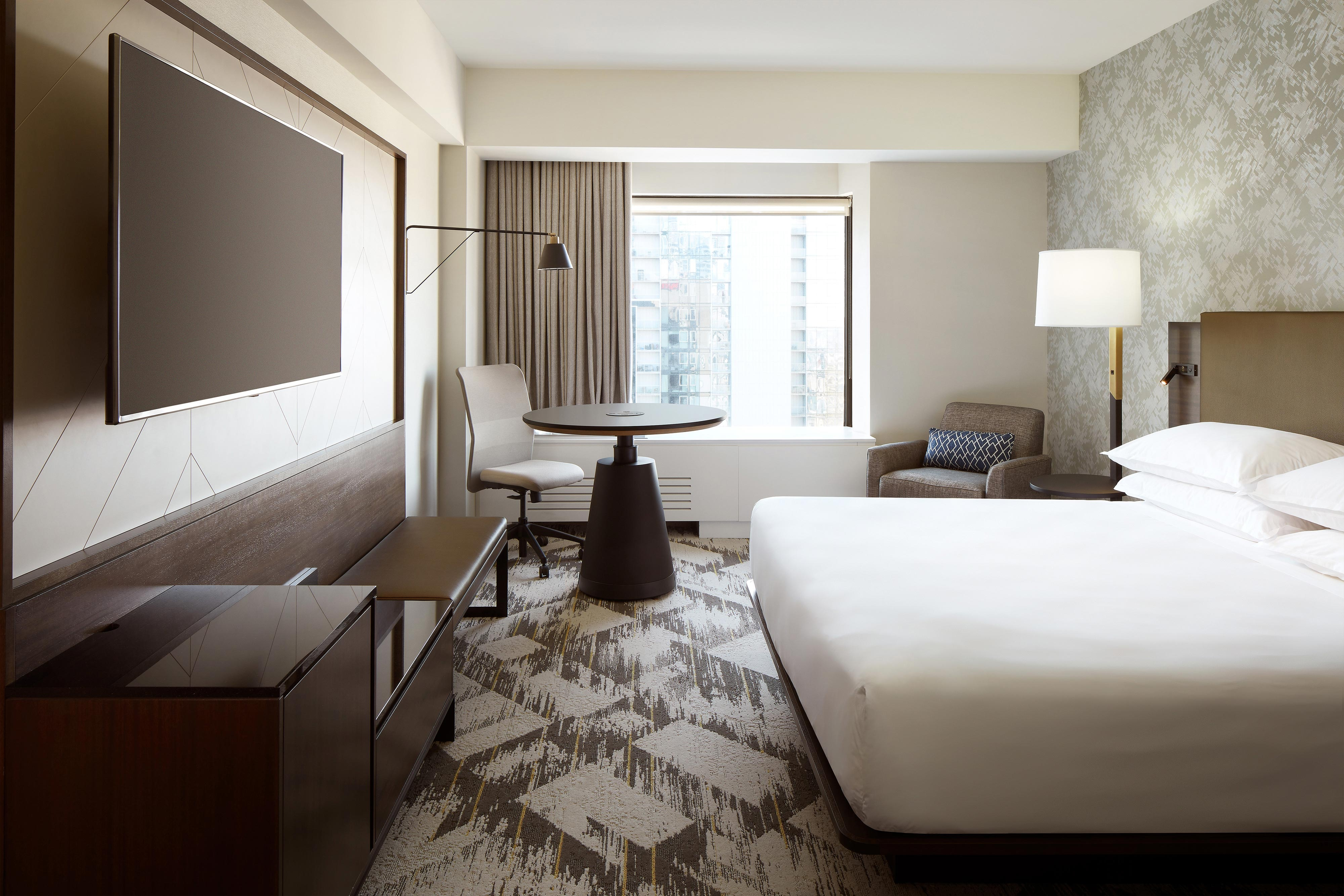 Sheraton Club and Deluxe King Guestroom