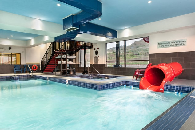 Vernon Hotel with Pool