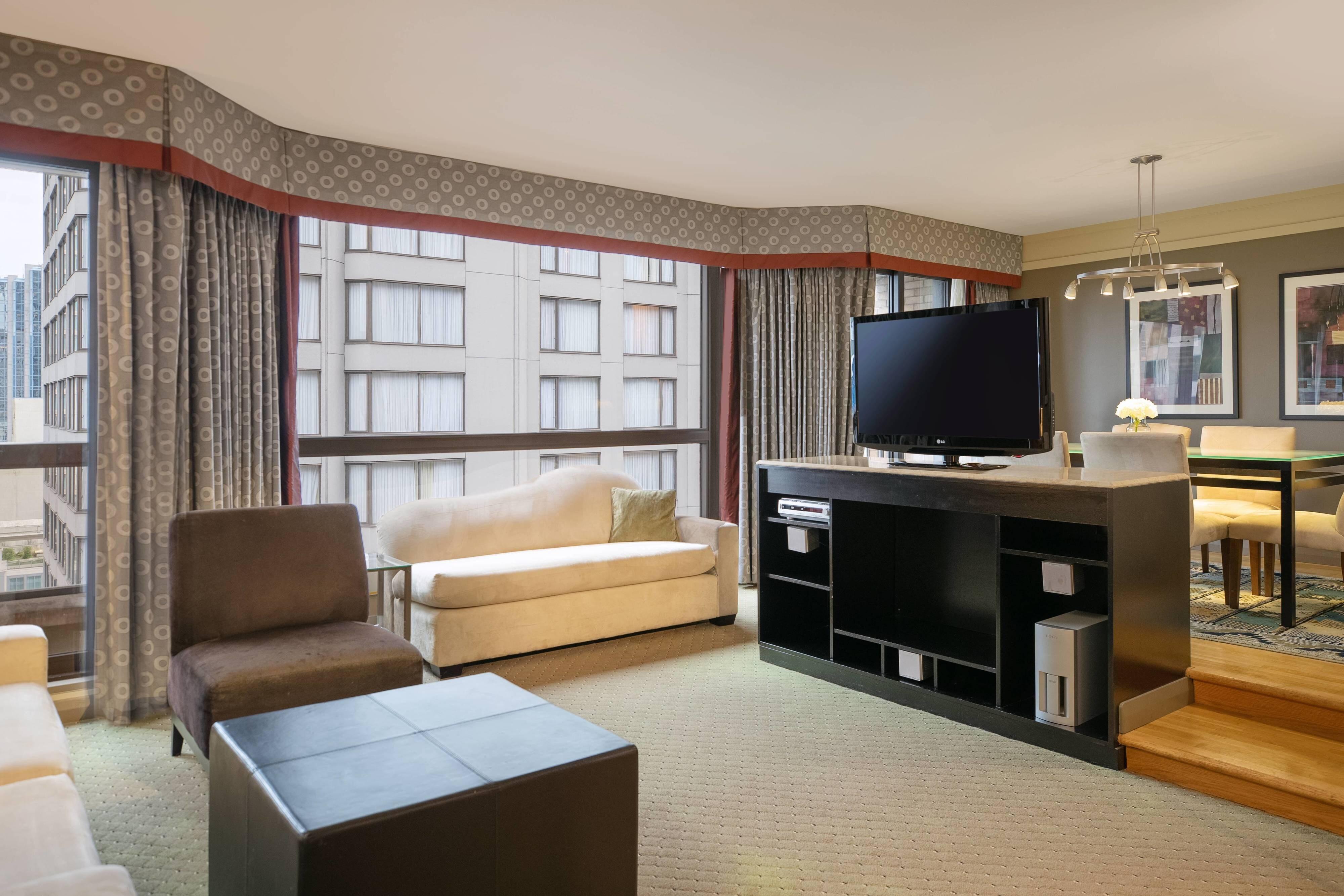 Suite im oberen Etagenbereich mit einem Schlafzimmer– Wohnzimmer