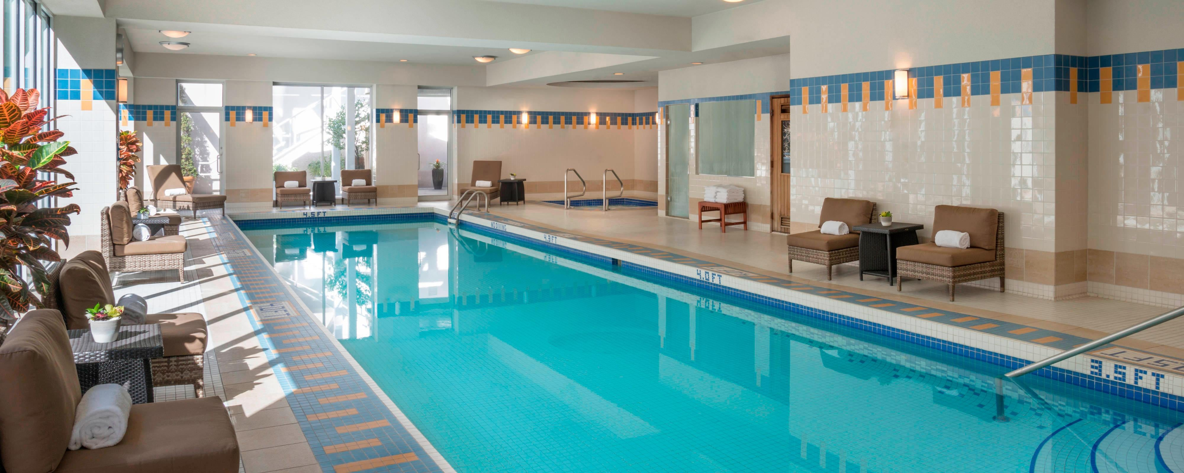 Vancouver hotel with indoor pool vancouver marriott pinnacle downtown hotel for Indoor swimming pools vancouver