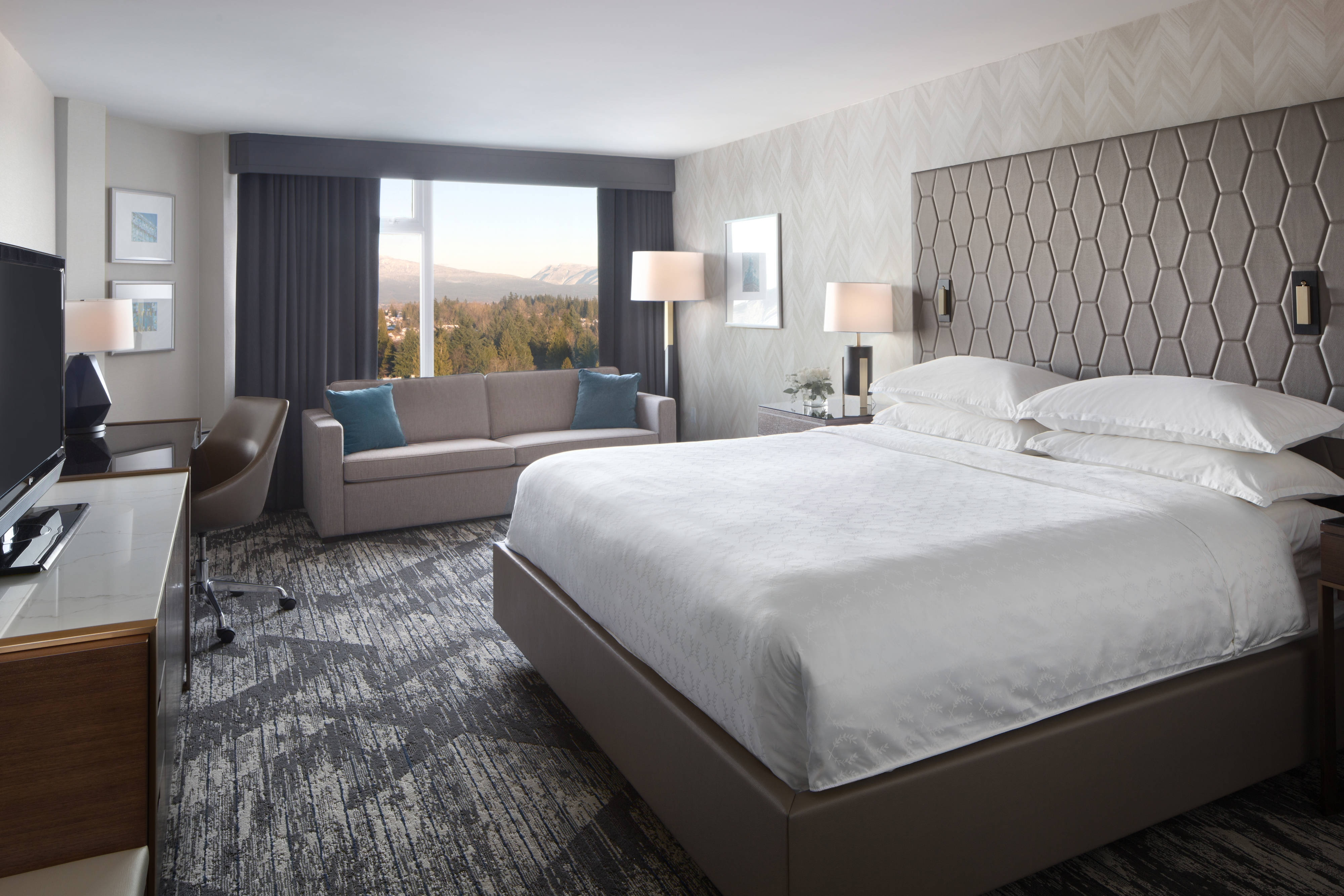 King Mountain View Guest Room