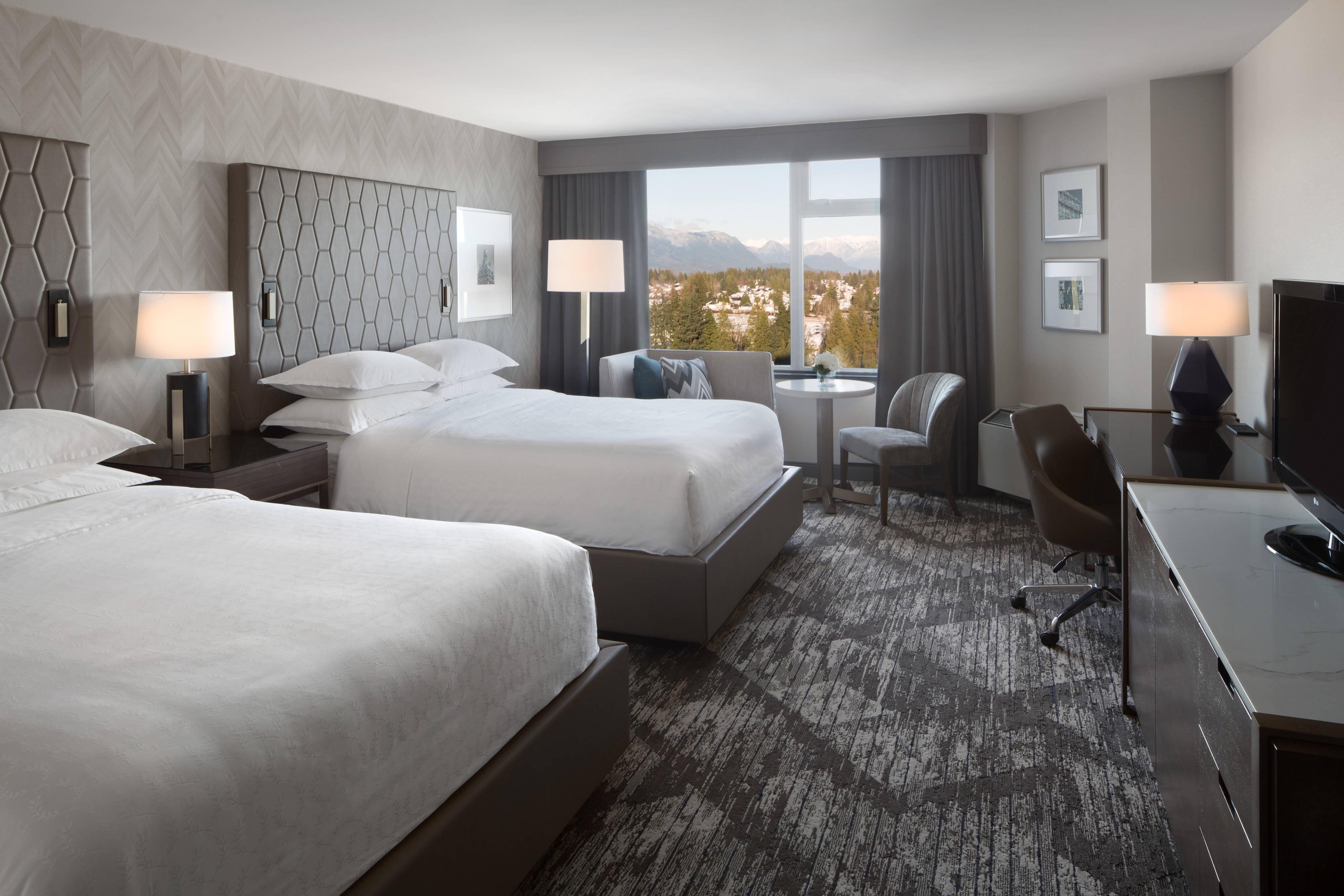 Queen/Queen Mountain View Guest Room