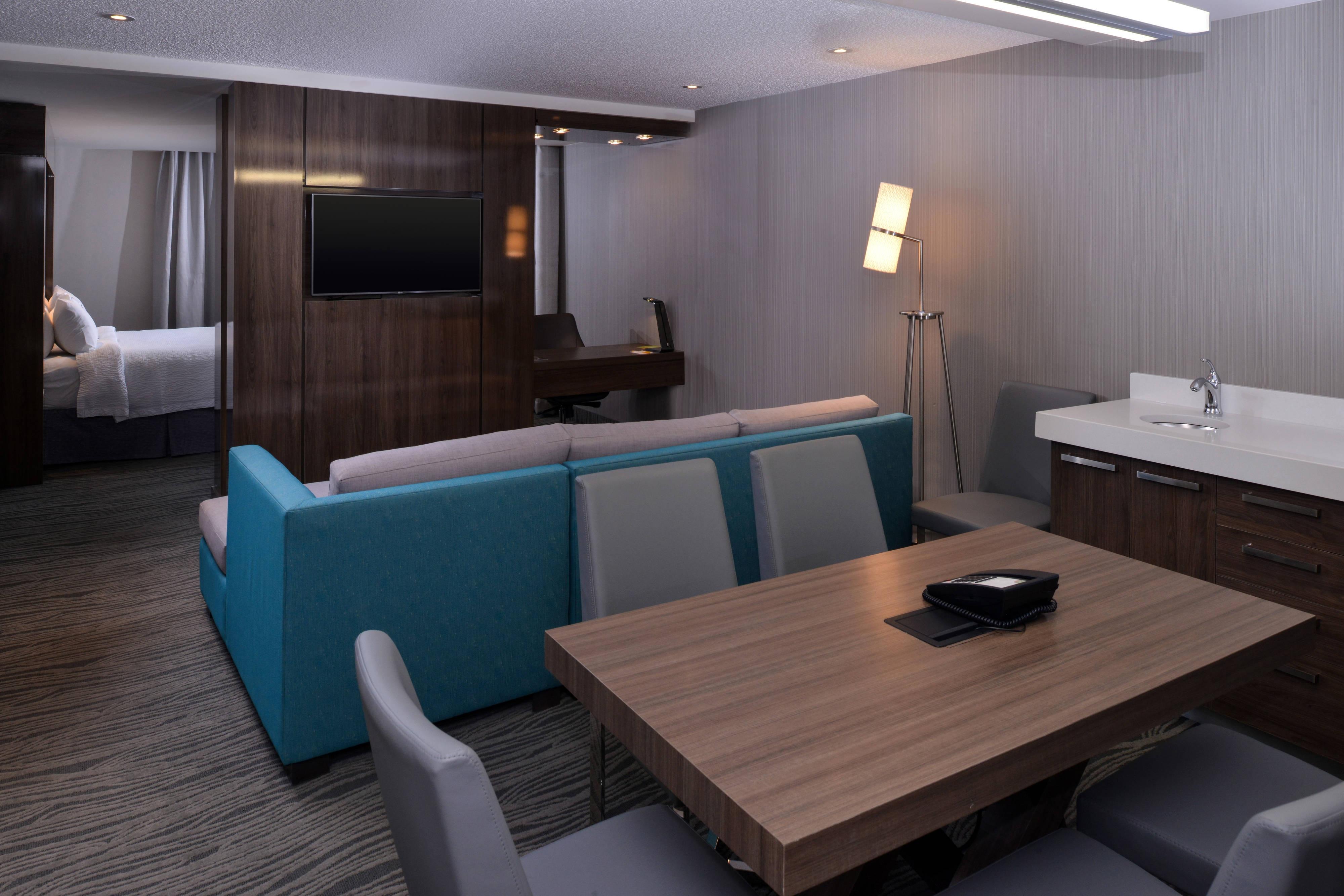 King Studio King Suite Executive Meeting Table