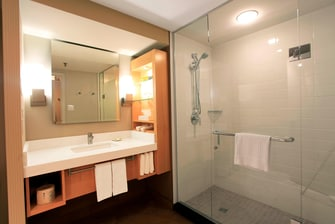 Delta London Armouries Premier Guest Bathroom