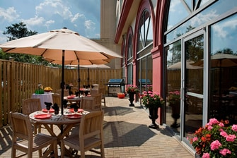 RI London Outdoor Patio Area