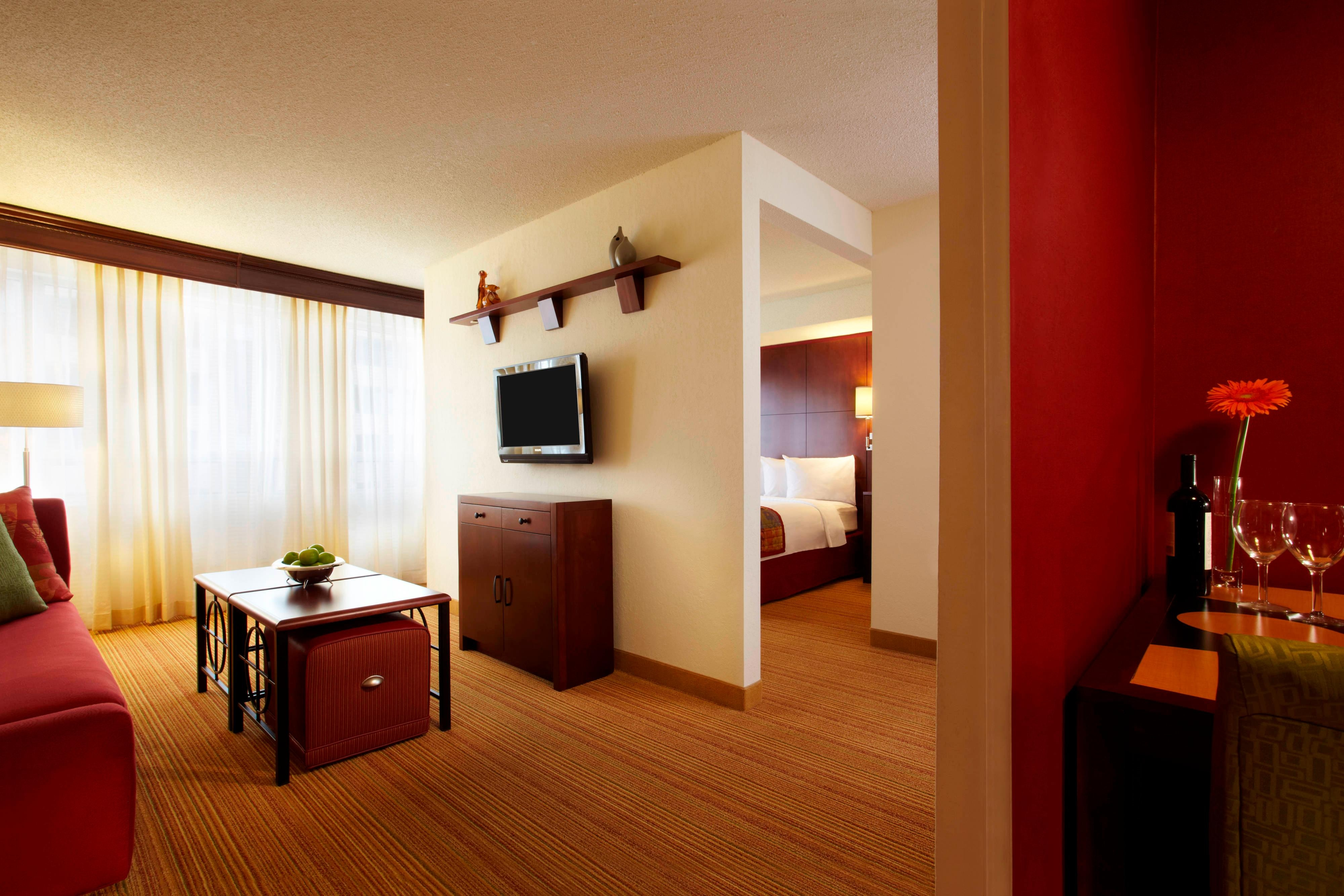 Hotel rooms amenities residence inn london downtown - Hotels in new orleans with 2 bedroom suites ...