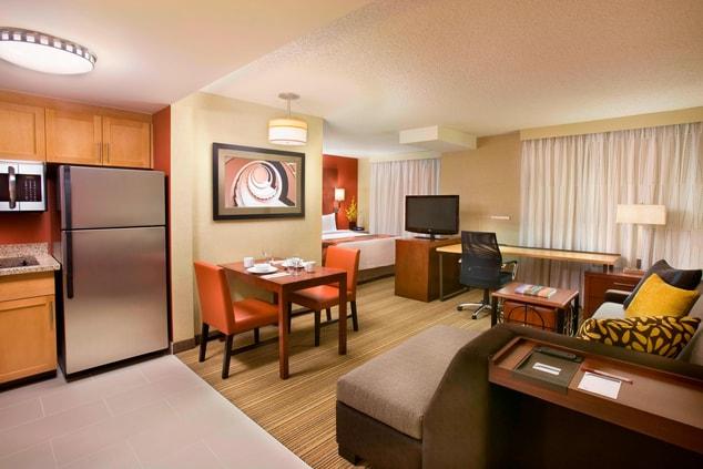RI Calgary Hotel Room