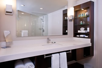 Ocean Suite - Waterview Split Level Suite at Delta Victoria