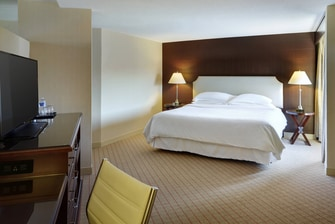 Junior City View Suite - Bedroom
