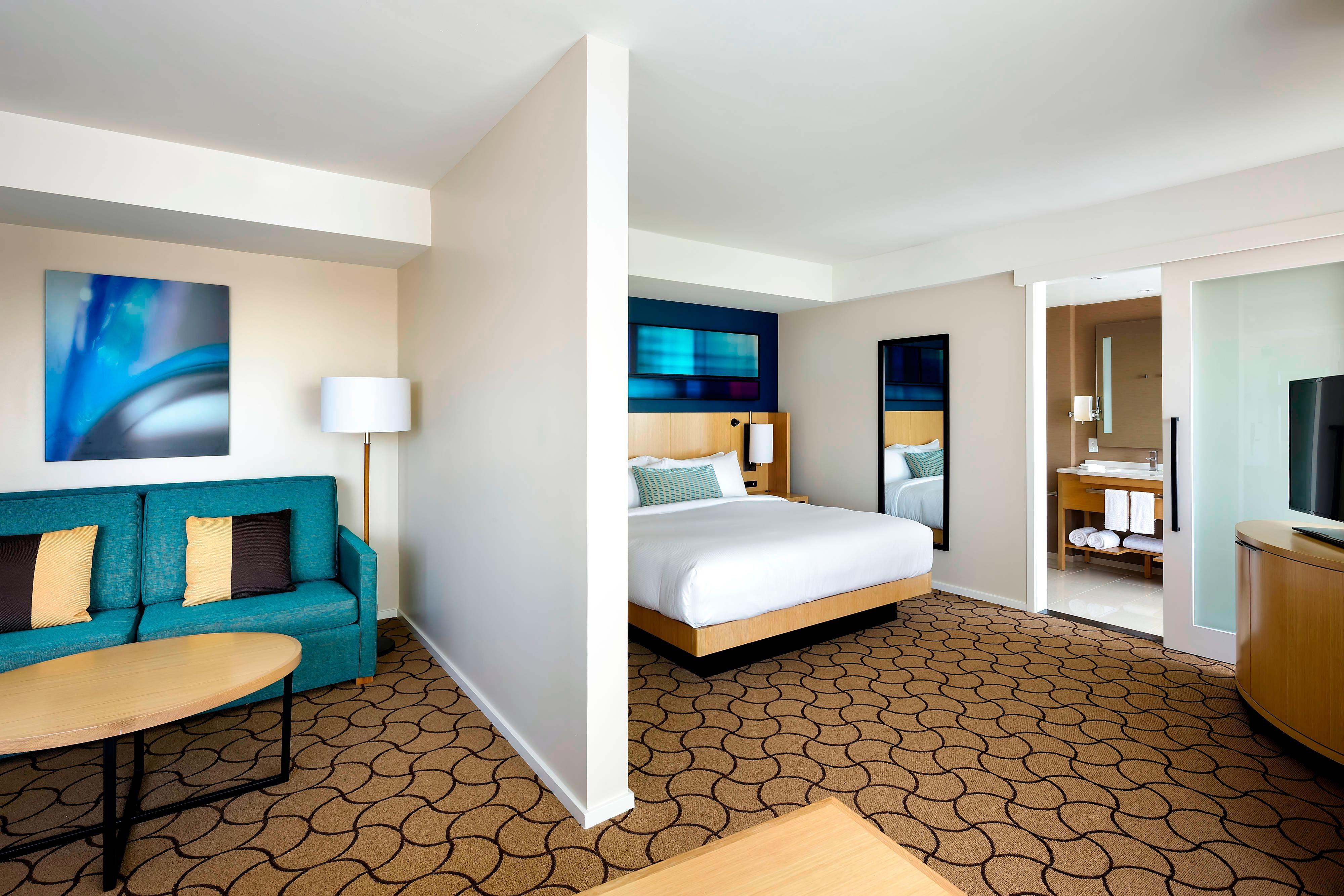 Delta Toronto Downtown Hotel Junior Suite