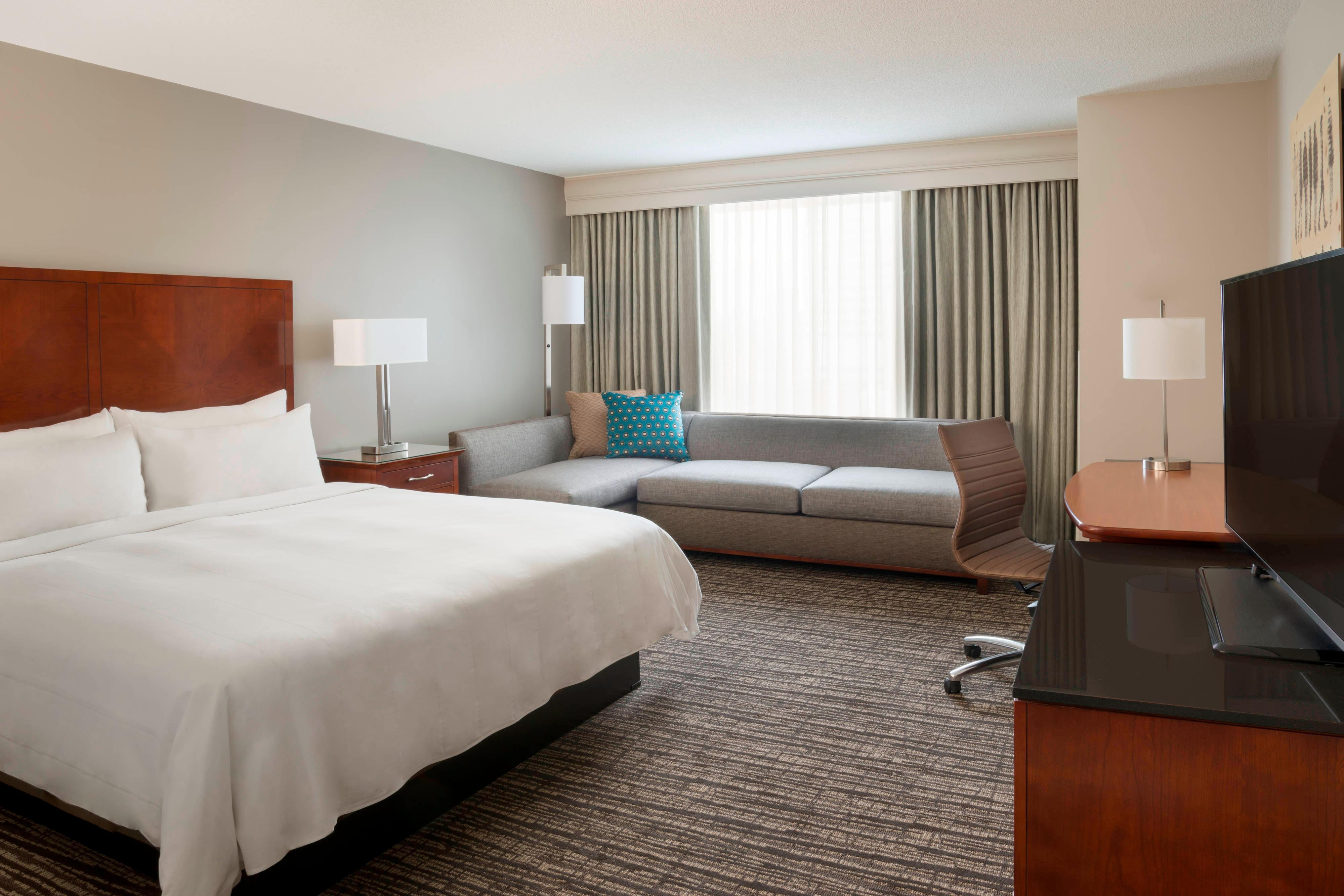 Hotel Rooms In Toronto Marriott Downtown At Cf Toronto Eaton Centre