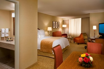 King room Toronto Airport hotel