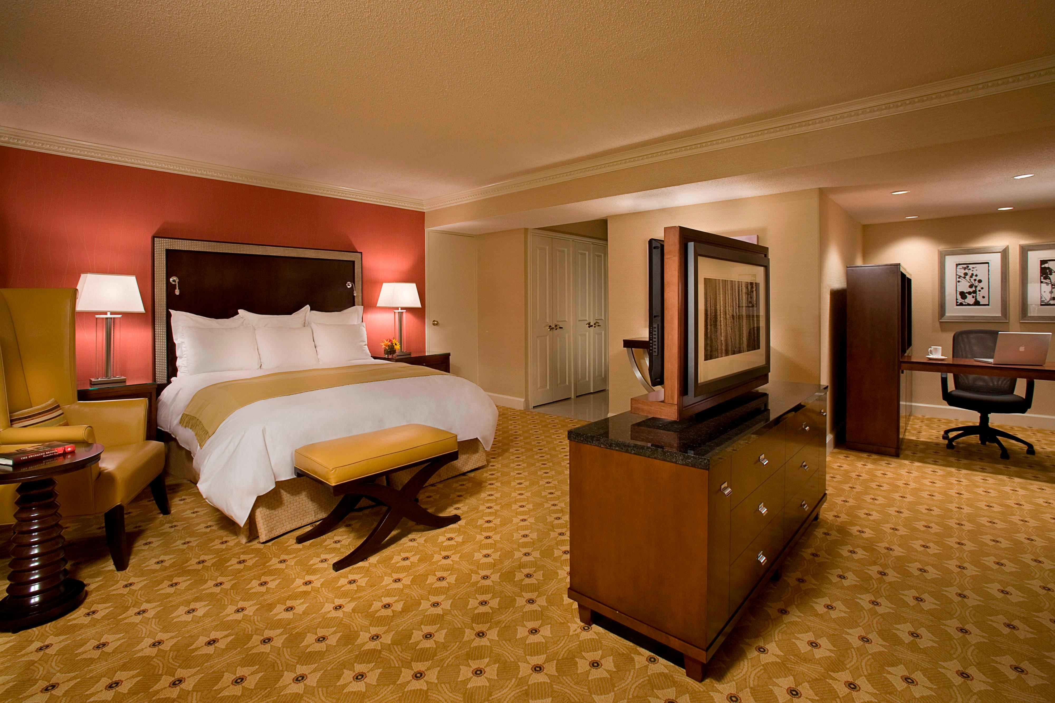 Toronto Airport hotel king suite