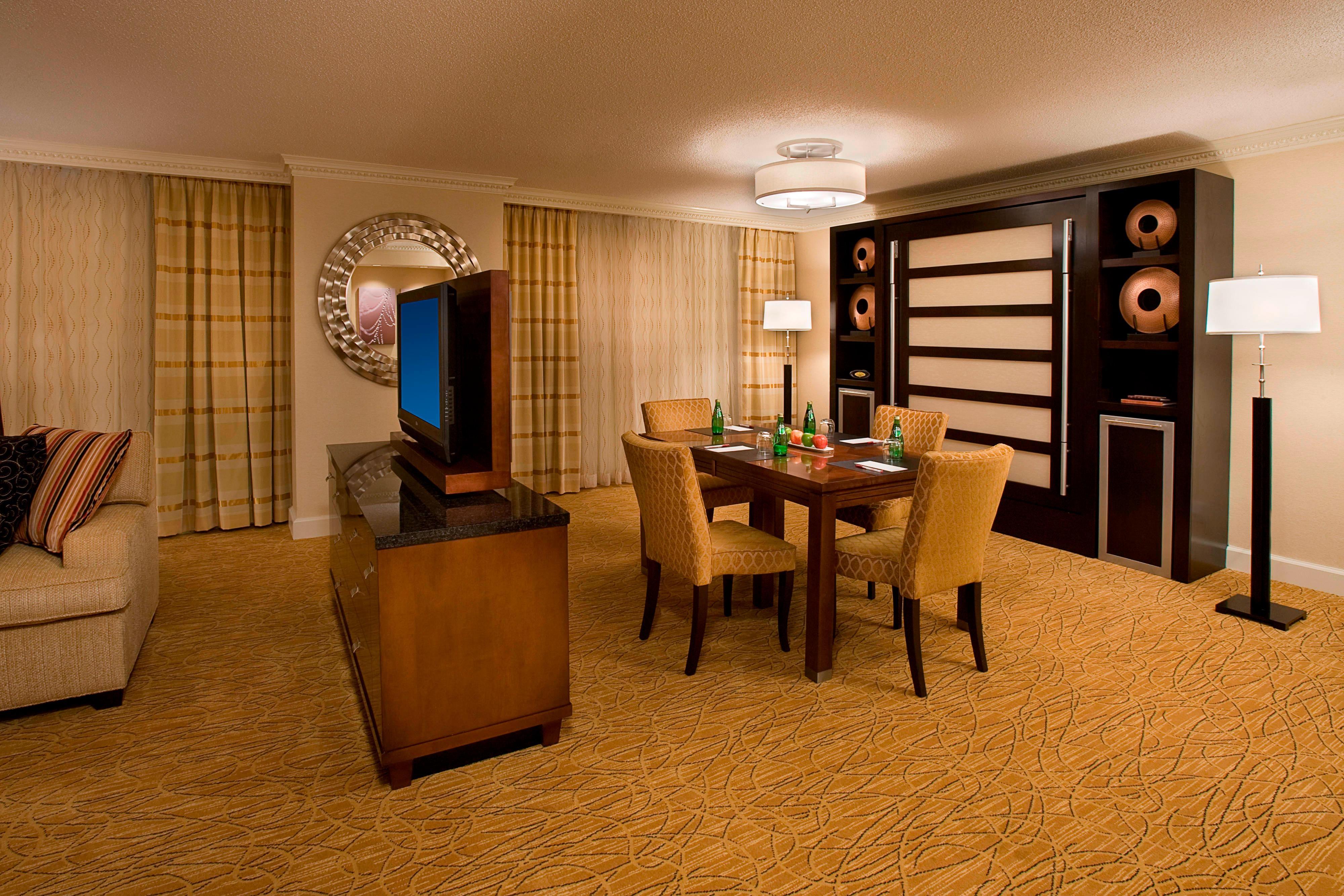 Espace salle à manger d'une suite de notre hôtel de Toronto