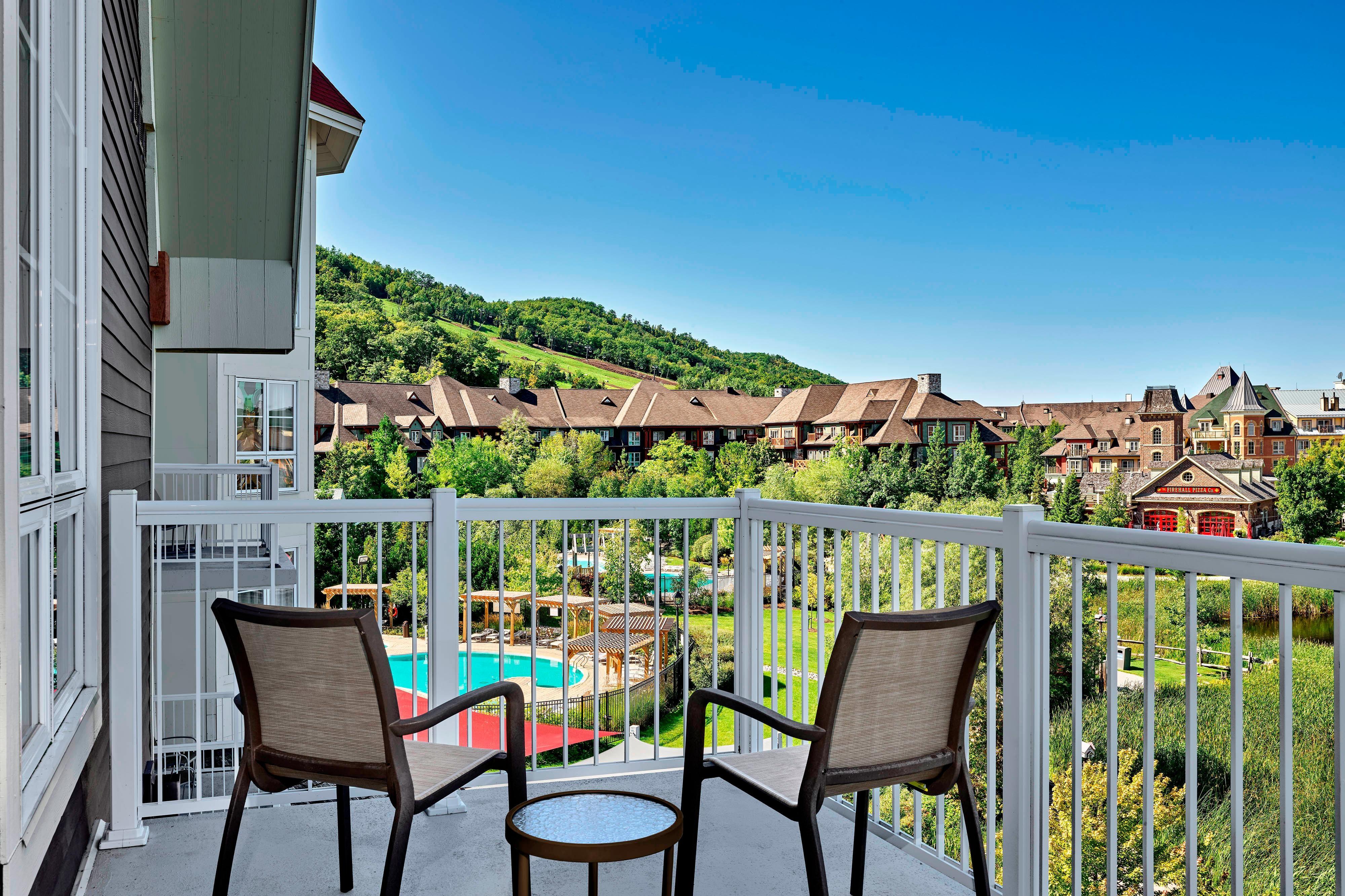 Grand balcon avec vue sur le village
